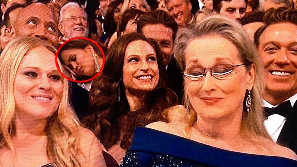 А Крисси Тейген в 2017-м прямо во время «Оскара», пока Кейси Аффлек получал награду за лучшую мужскую роль