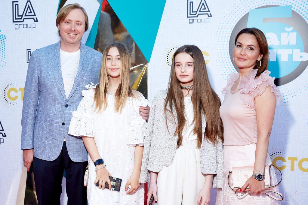 Александр Масляков-младший с женой Ангелиной и дочкой Таисией