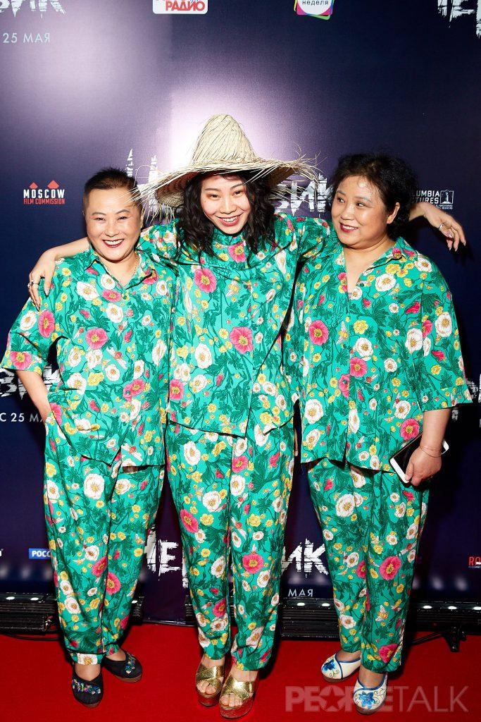 Ян Гэ с мамой и тетей