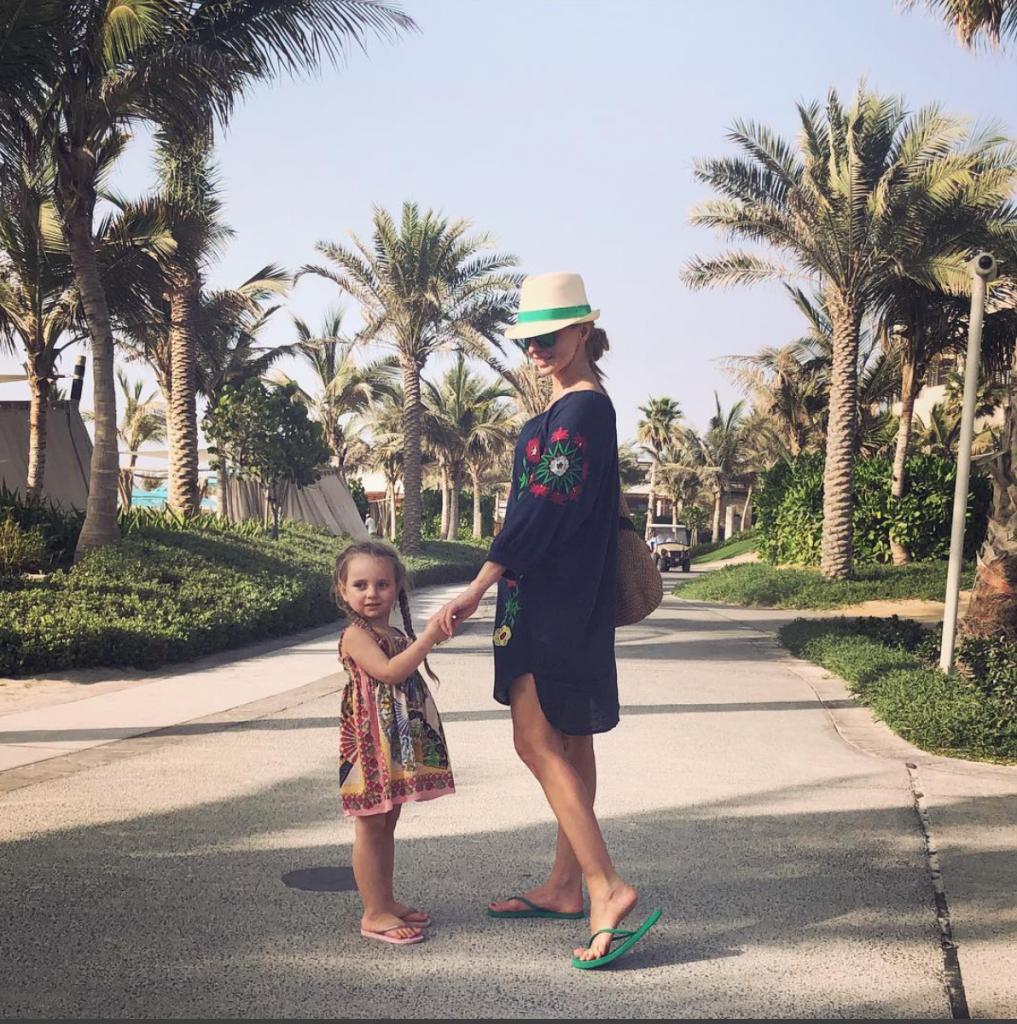 Татьяна Навка с дочкой в Дубае