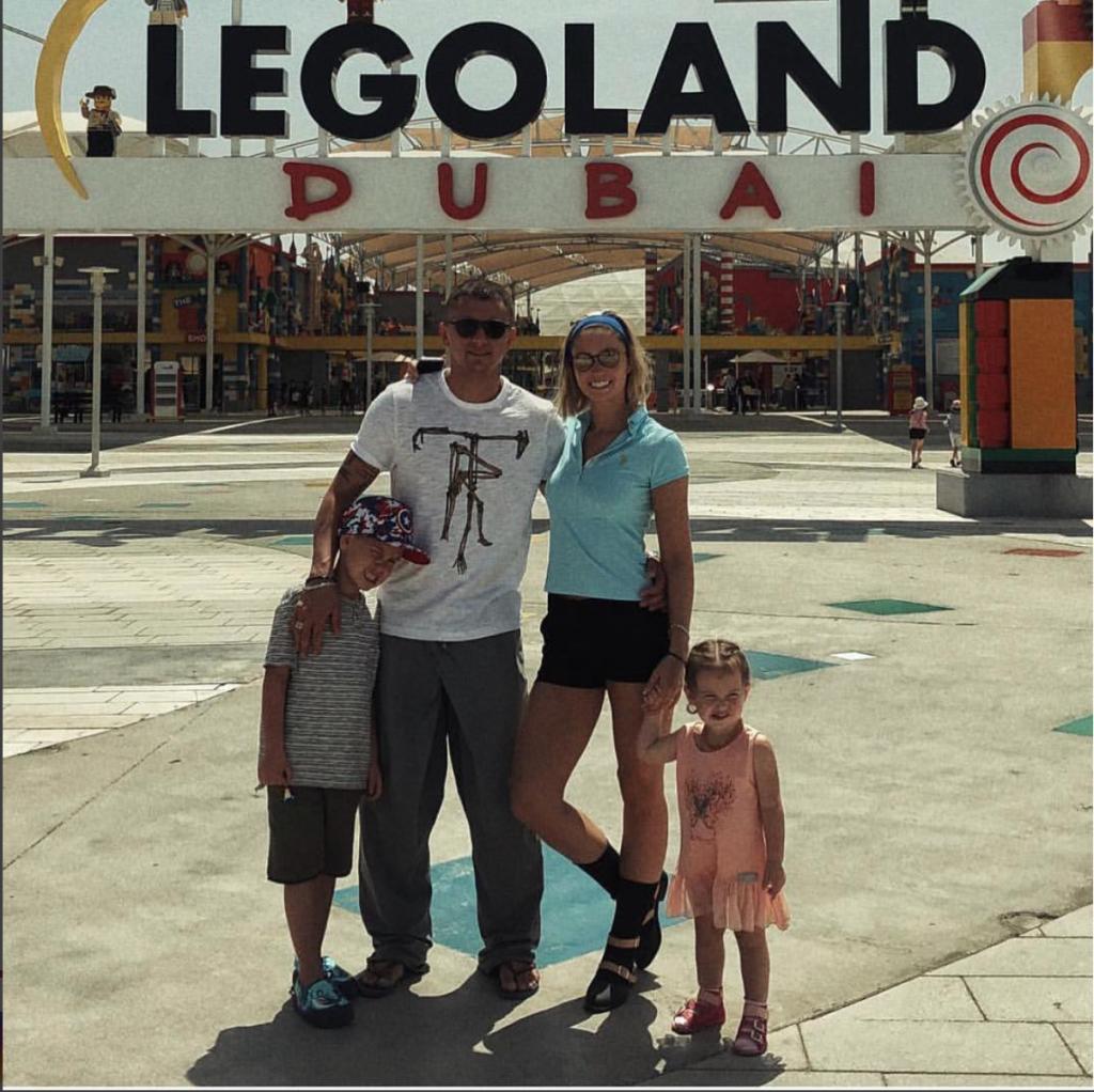 Павел Прилучный с Агатой Муцениеце и детьми в Дубае