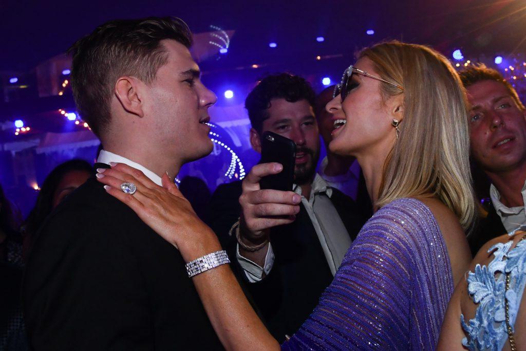 Крис Зилка и Пэрис Хилтон на вечеринке De Grisogono