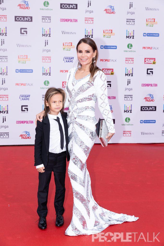 Айза Анохина с сыном Сэмом