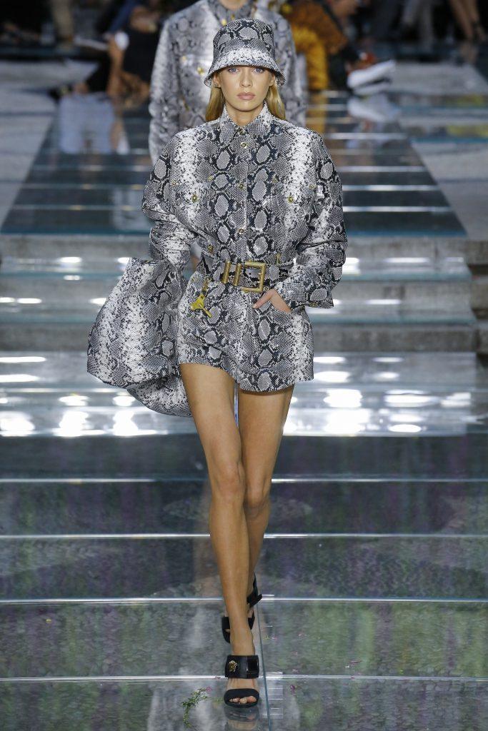 Стелла Максвелл на показе Versace