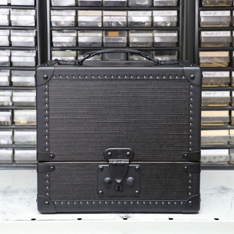 Детали первой коллекции Верджила Абло для Louis Vuitton