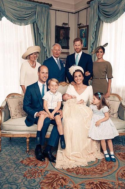 Герцогиня Корнуольская, принц Чарльз, принц Гарри, Меган Маркл, принц Уильям, принц Джордж, Кейт Миддлтон, принц Луи и принцесса Шарлотта