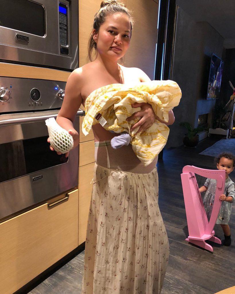Крисси Тейген с детьми