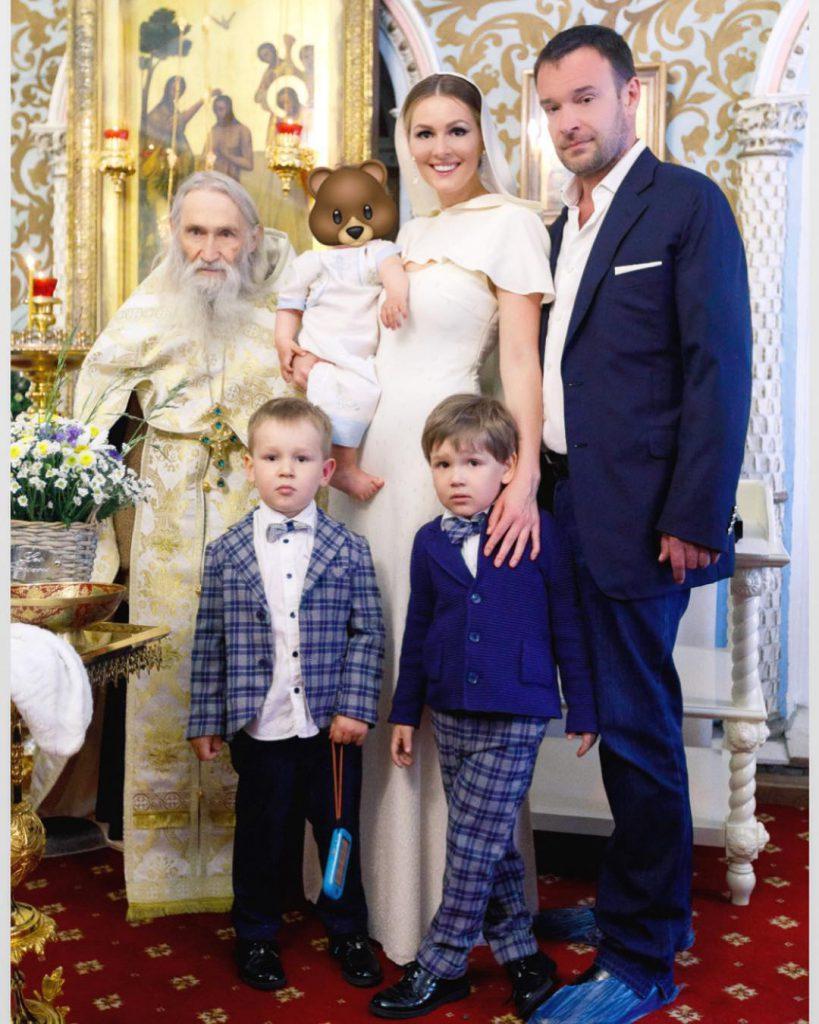 Мария Кожевникова и Евгений Васильев с детьми