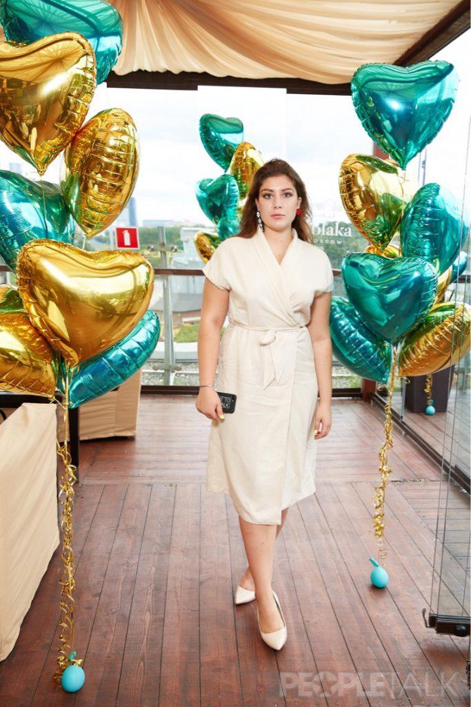 Виктория Танес в платье  Akhmadullina Dreams и украшениях из коллекции #ношуPEOPLETALK