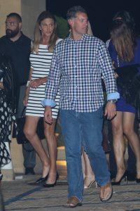 Дженнифер Лопес на свидании в очень опасном платье. Кто еще из звезд любит такие?