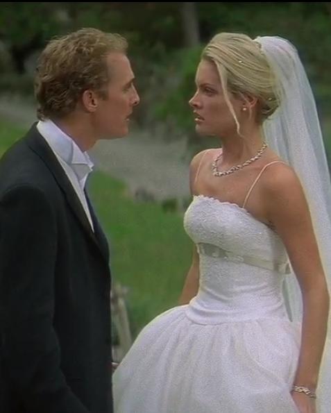 Бриджит Уиллсон в роли Френ донолли, к/ф  «Свадебный переполох», 2001 год