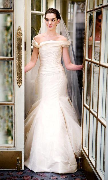 Энн Хэтеуэй в роли Эммы Аллен, к/ф  «Война невест», 2009 год