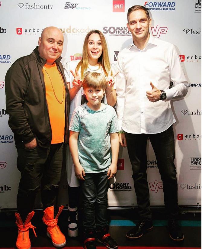 Доминик с сыном Марком и Катя Кокорина; @dominickjocker