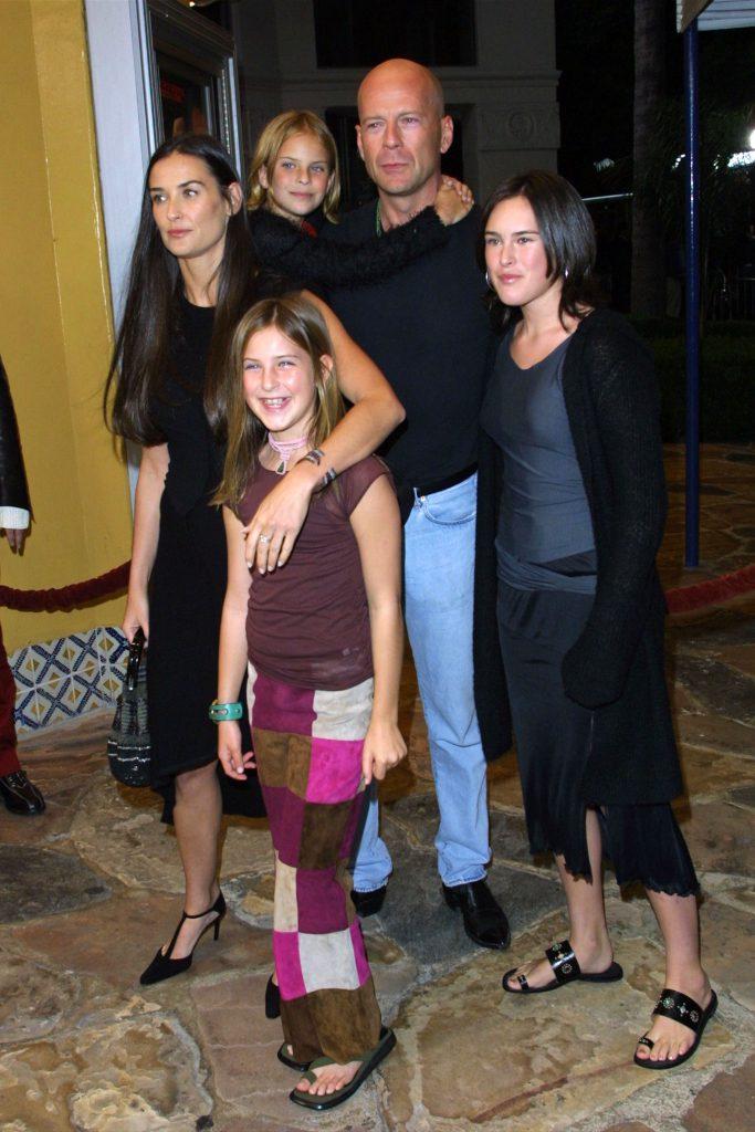 Деми Мур и Брюс Уиллис с дочерьми