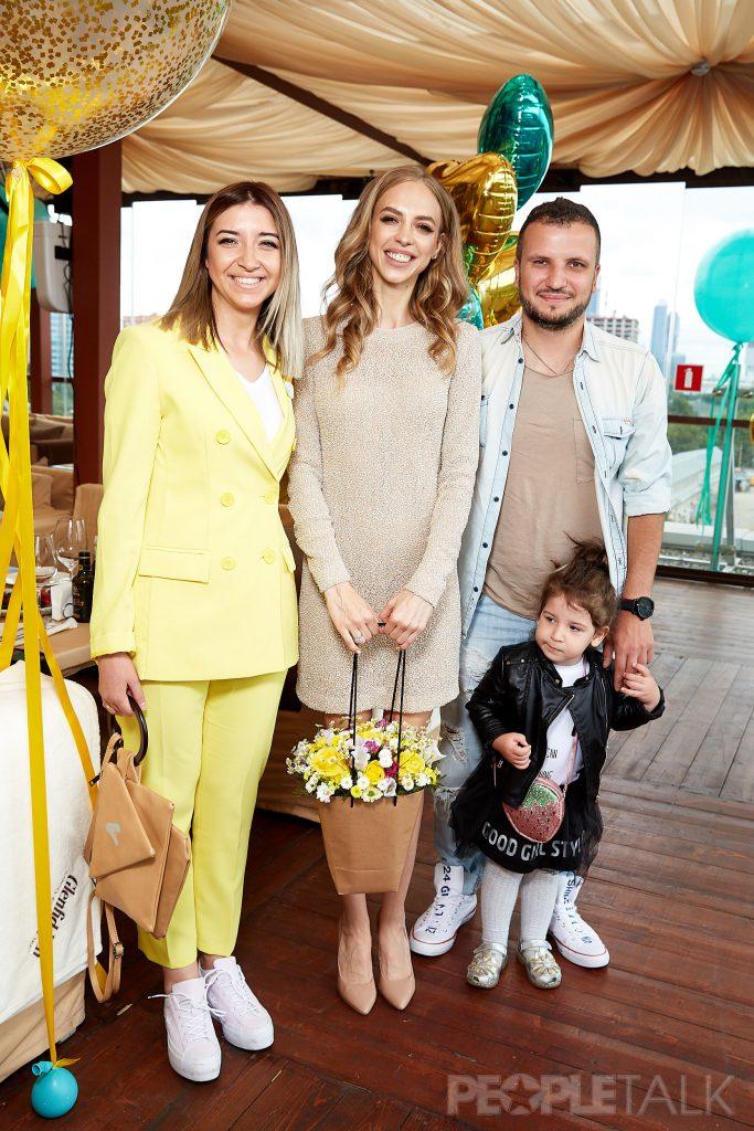 Надежда Сысоева и Дмитрий Позов с семьей