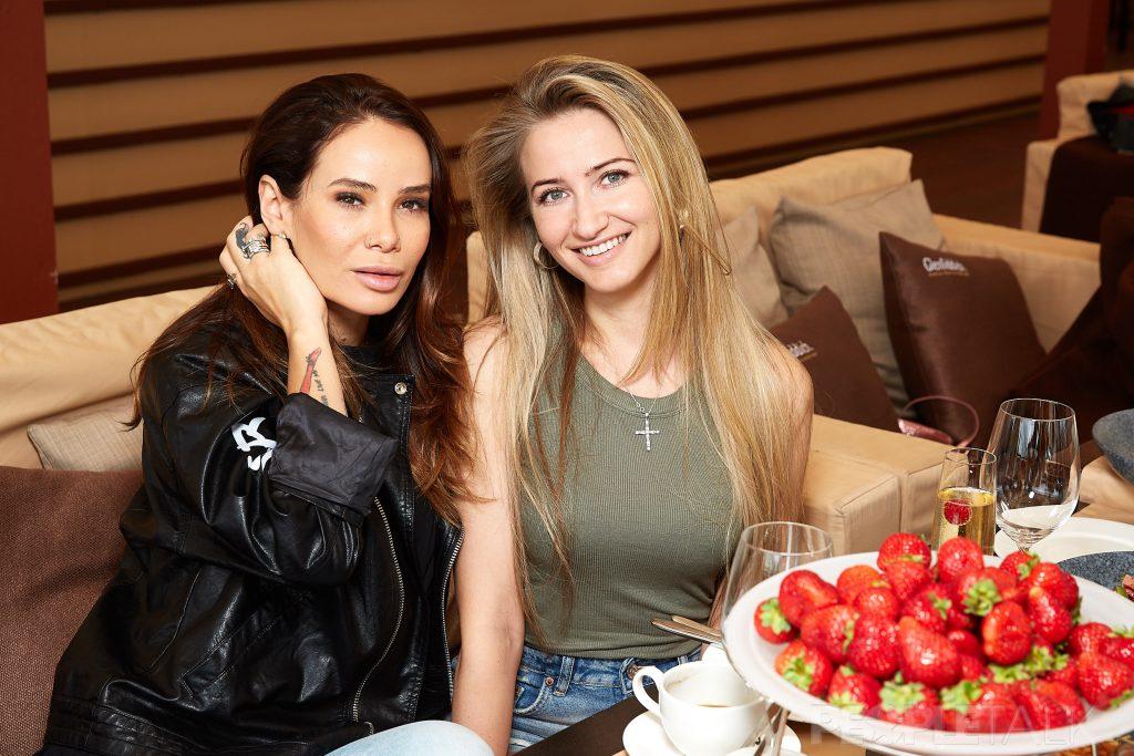 Айза Анохина и Мария Тростанецкая