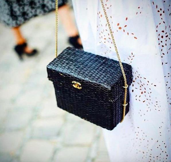 Chanel, 450000 p. (@vintage_voyage)