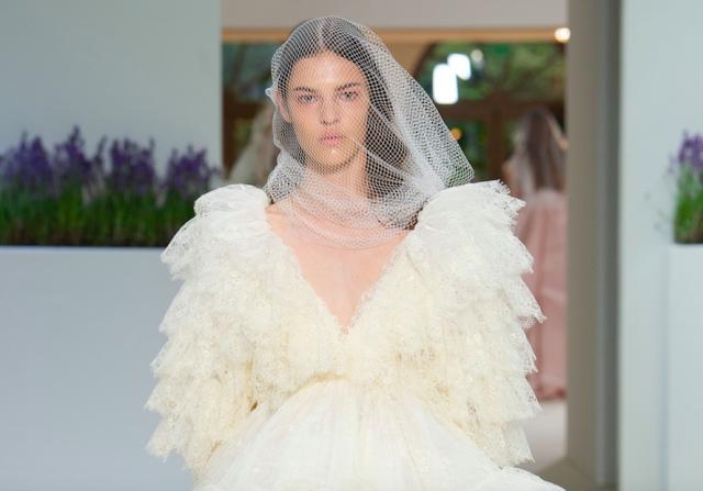 0cf64e34f97ca7e Топ-30 платьев с Недели высокой моды в Париже, в которых можно выйти замуж