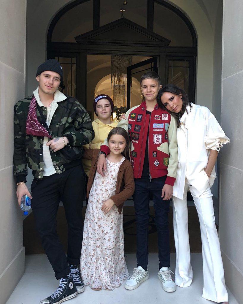 Виктория Бекхэм с детьми Бруклином, Ромео, Крузом и Харпер Бекхэм