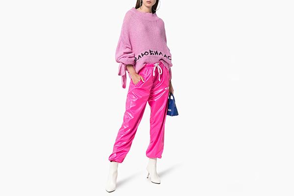 79bf0e6a0 Еще раз убеждаемся в том, что мода циклична – в моду вернулась белая осенняя  обувь. Такие любили Эди Седжвик, Твигги и Бриджит Бардо, а Vogue пять лет  назад ...