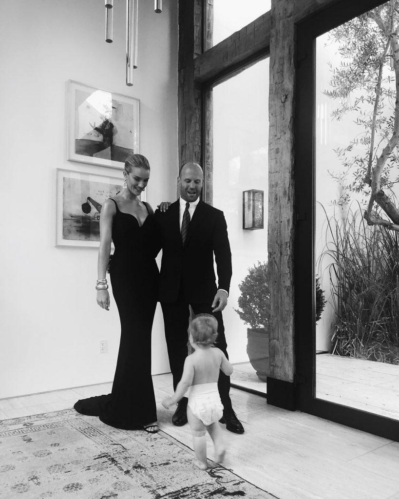 Роузи Хантингтон-Уайтли и Джейсон Стэтхем с сыном