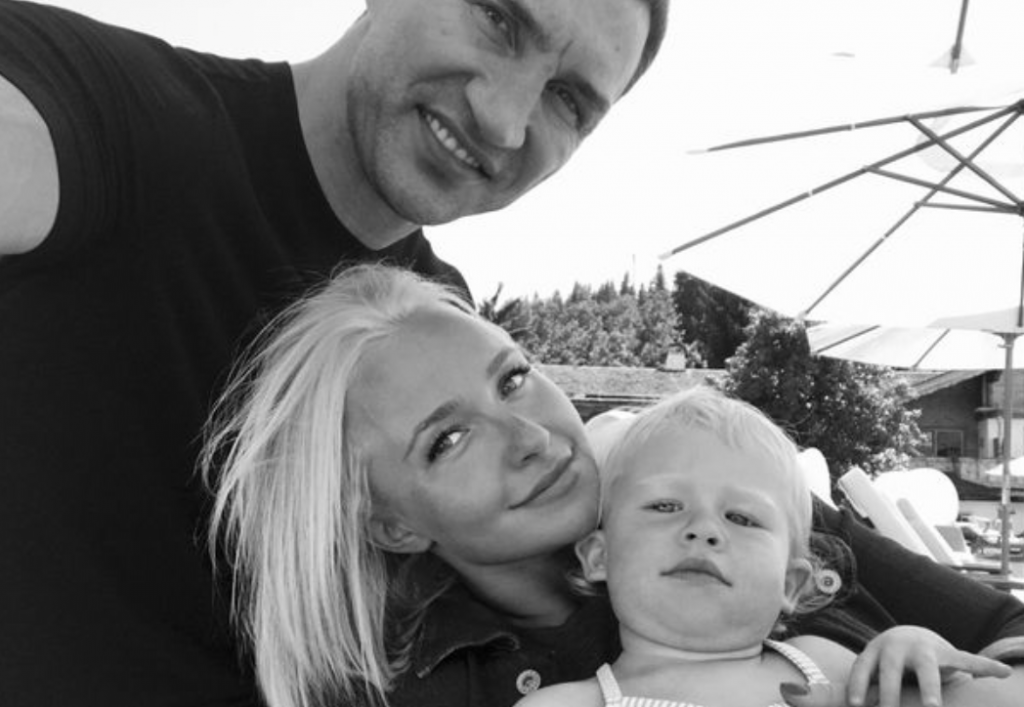 Владимир Кличко и Хайден Панеттьери с дочкой