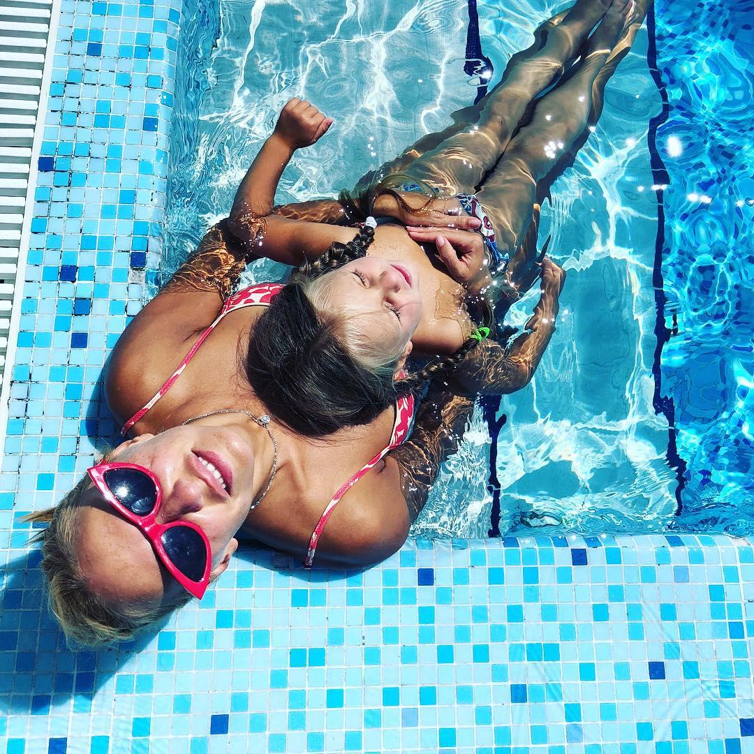 Татьяна Навка (43) с дочкой Надеждой (3)