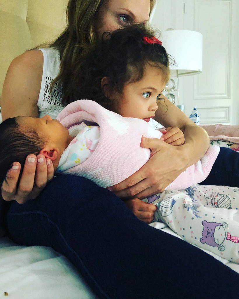 Дуэйн Джонсон с дочками