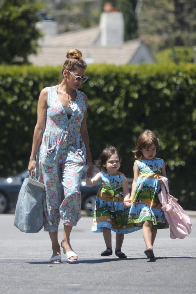 Ева Мендес с детьми Фото: www.legion-media.ru
