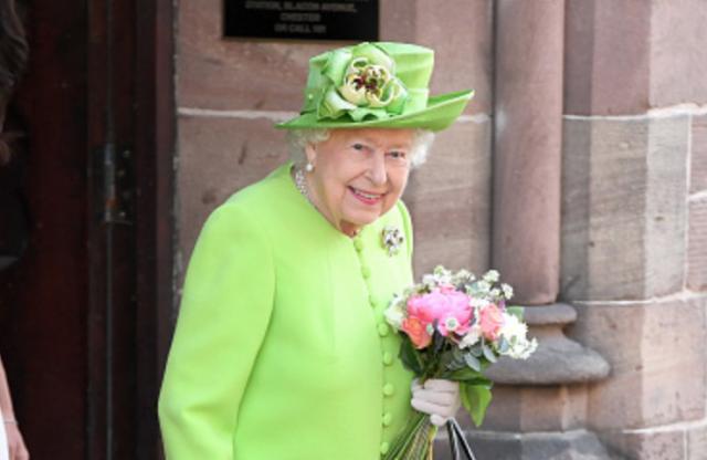 Скоро: тилист Елизаветы II расскажет все секреты о гардеробе королевы