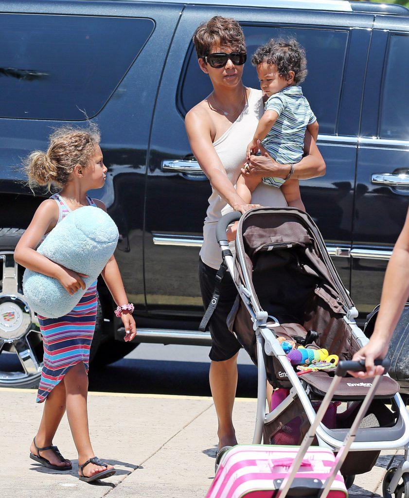 Холли Берри с детьми