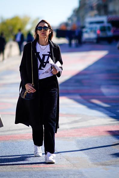 Сочетай его с яркой футболкой или топом с логотипом твоего любимого бренда.