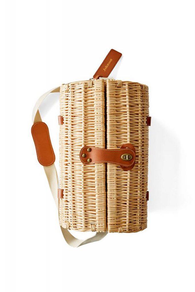 Корзинка для пикника с именной кожаной биркой, $159 (markandgraham.com)