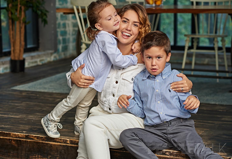 самом павел прилучный с женой и сыном фото засвистела умелой руке