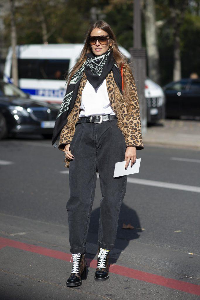 Джинсы из 80-х советуем туго затянуть ремнем на талии и носить с ботинками на каблуке. А с леопардом вообще получается лук а-ля Кортни Лав. (Фото: legion-media.ru)