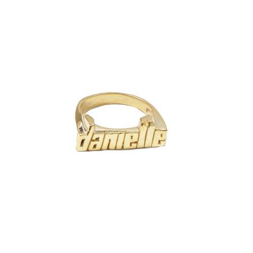 Кольцо с твоим именем, The M Jewelers, $150 (themjewelersny.com)