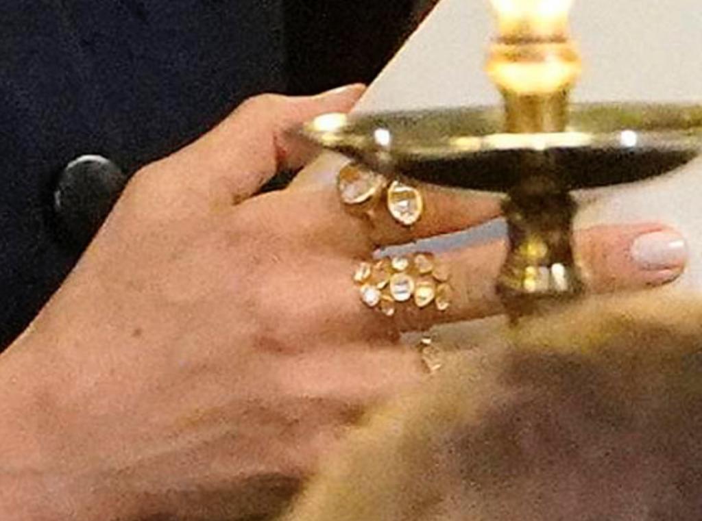 Кольца - 3 720 фунтов (319 920 рублей)