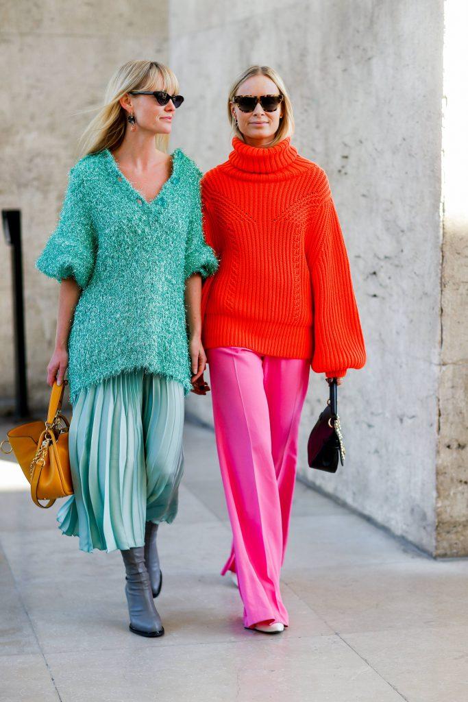 Хороший прием - длинный свитер с горлом и плиссированная юбка или брюки. Тепло и очень в духе Вики Бекхэм. Советуем носить с высокими сапогами на каблуках. (Фото: legion-media.ru)