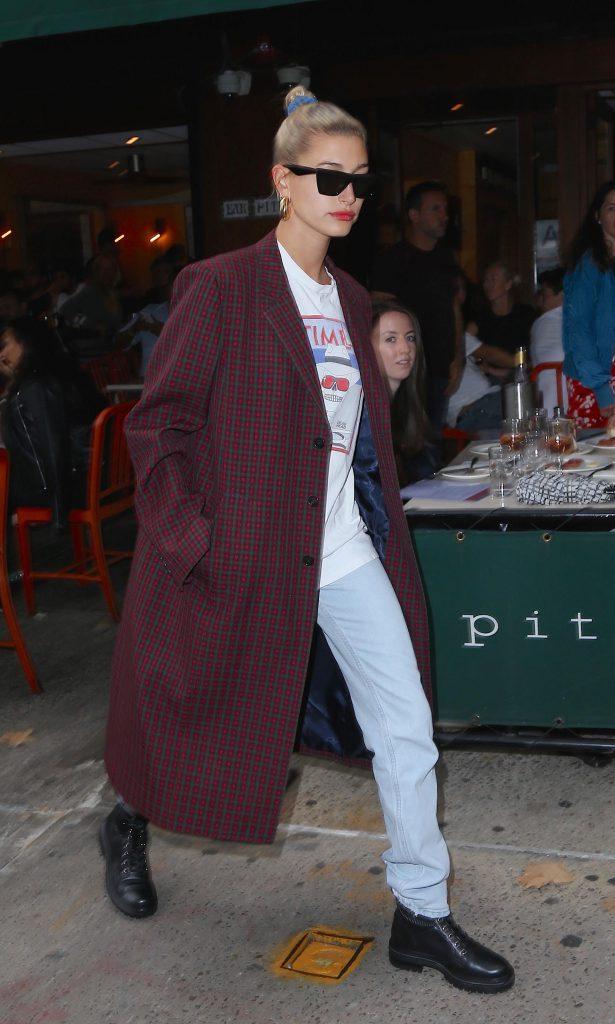 Кендалл Дженнер в пальто Balenciaga, $3100 (balenciaga.com) Фото: legion-media.ru