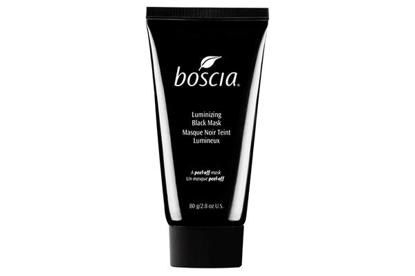 Маска Boscia Luminizing Black Charcoal Mask пригодится, если нужно осветлить пигментные пятна и разгладить мелкие морщины.
