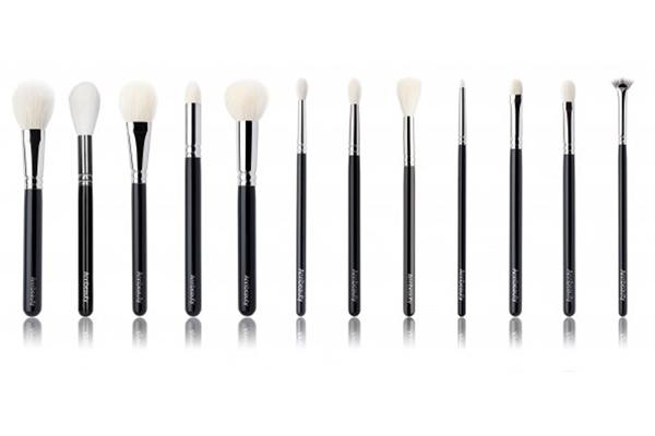 Кисти для макияжа Annbeauty с натуральным гипоаллергенным ворсом класса А+ отличаются особой мягкостью, именно поэтому они никогда не царапают и не раздражают кожу.