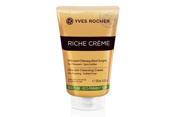 Крем для рук Riche creme Yves Rocher компактный и удобный, чтобы носить с собой в сумочке.