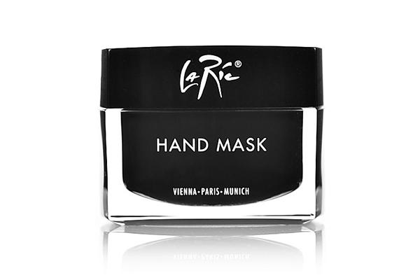 Маска для рук Handmask La Ric интенсивно питает и заживляет кожу рук. Кстати, ее можно еще использовать для ухода за кожей ног.