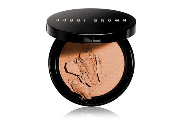 Компактная пудра с эффектом загара Bronzing Powder Bobbi Brown понравится всем, кто любит подчеркивать свой загар.