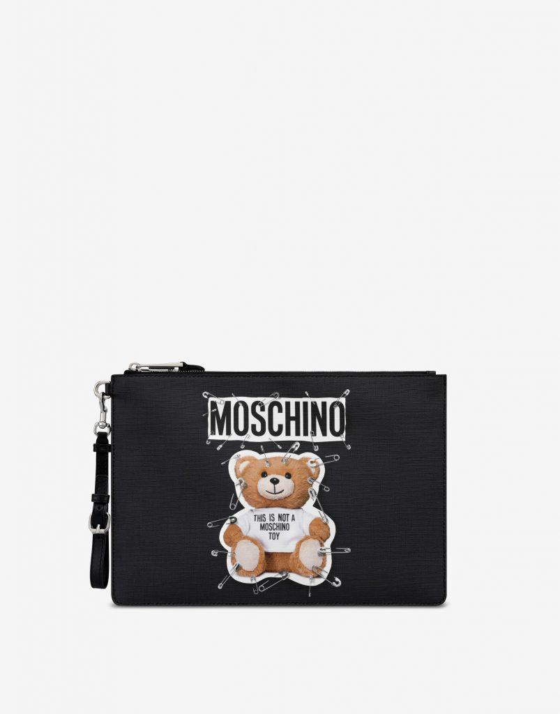 Клатч Moschino, 25 700 р. (moschino.com)