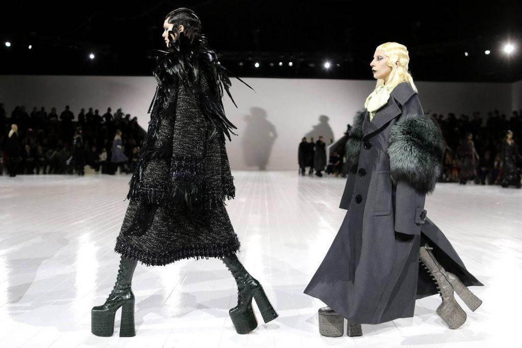 А на показе Marc Jacobs осень-зима – 2016 Леди Гага прошла по подиуму с Кендалл Дженнер и своим лучшим покер-фейсом.