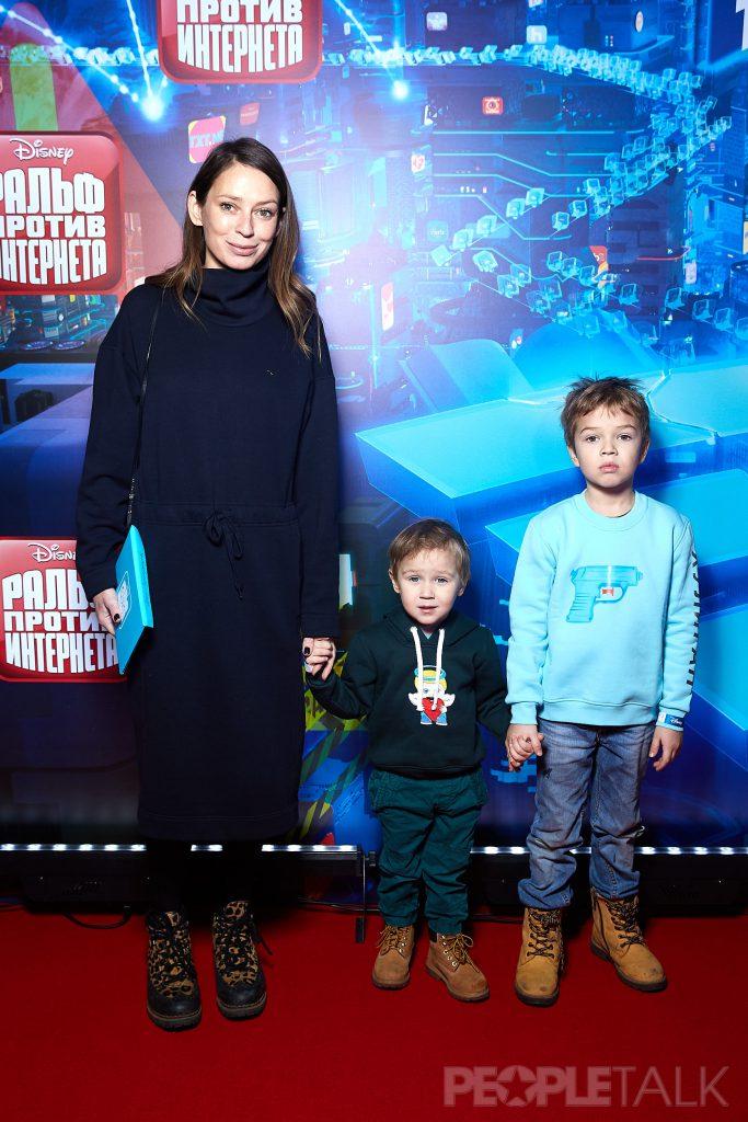 Елена Сарапульцева с сыновьями