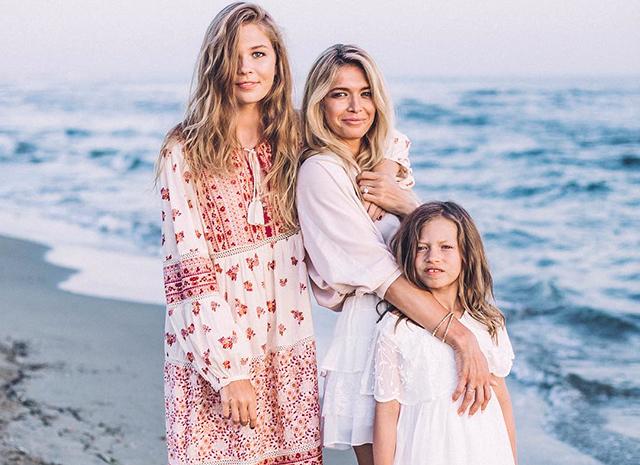Вера Брежнева с дочками Сарой и Соней