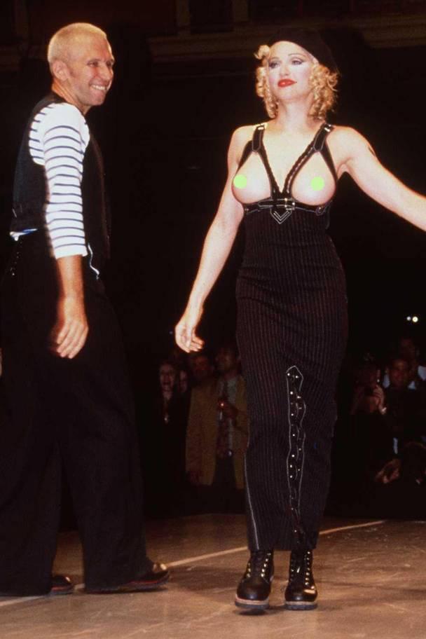 Жан-Поль Готье тоже знает, как шокировать публику. В 92-м на подиум вышла Мадонна с голой грудью.