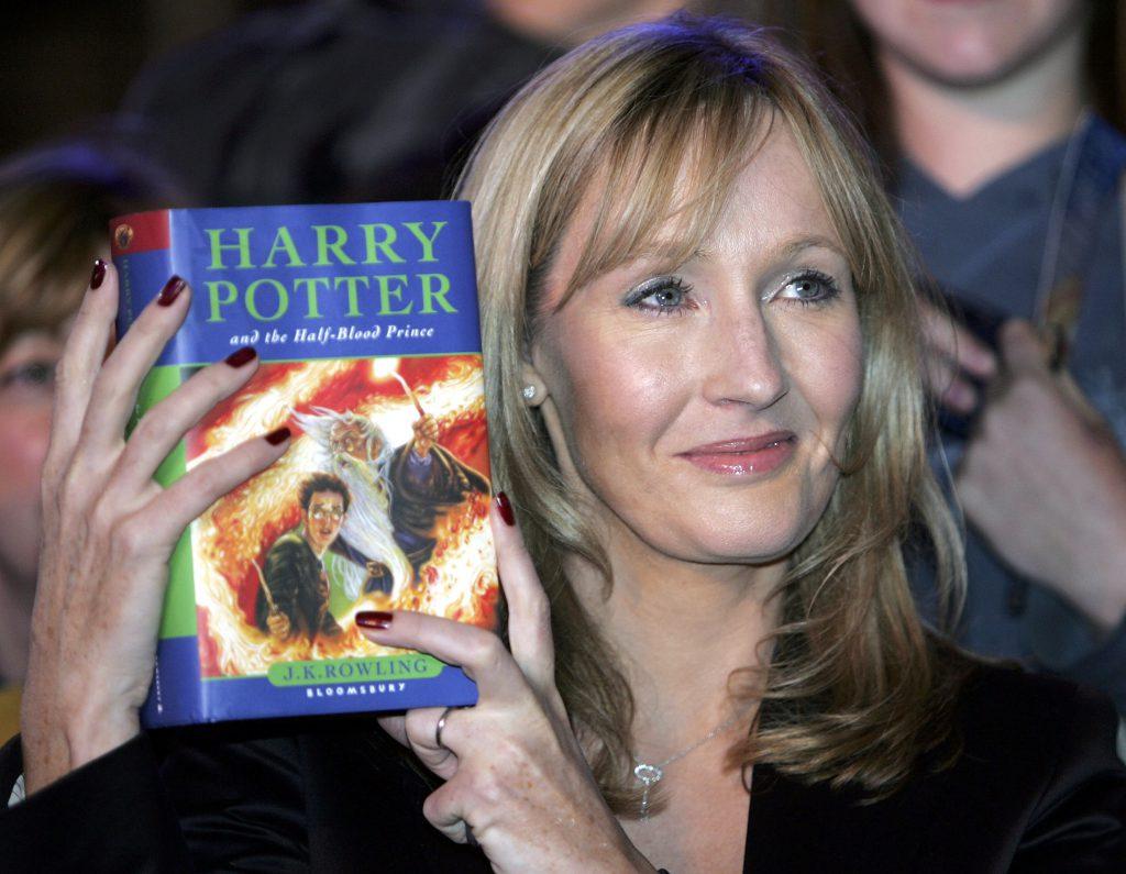 «Записывайте видео и публикуйте»: Джоан Роулинг призвала учителей читать «Гарри Поттера»